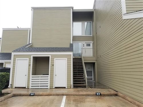 Photo of 44 April Point Drive, Conroe, TX 77356 (MLS # 17853268)