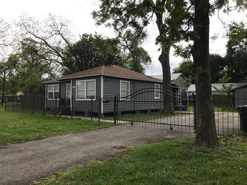 Photo of 929 Dorchester Street, Houston, TX 77022 (MLS # 91235269)
