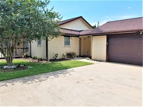 Photo of 6129 Fox Ridge Drive, Angleton, TX 77515 (MLS # 36866273)