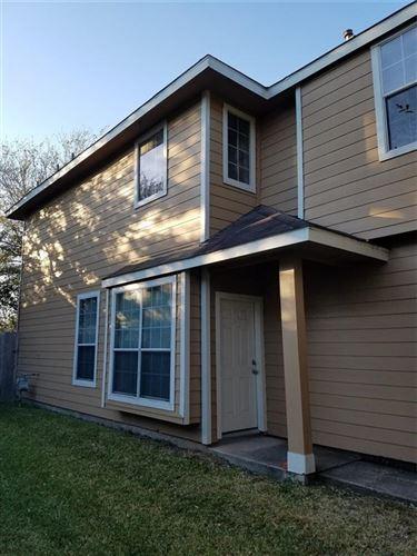 Photo of 411 Folk Crest Lane, Dickinson, TX 77539 (MLS # 53668286)