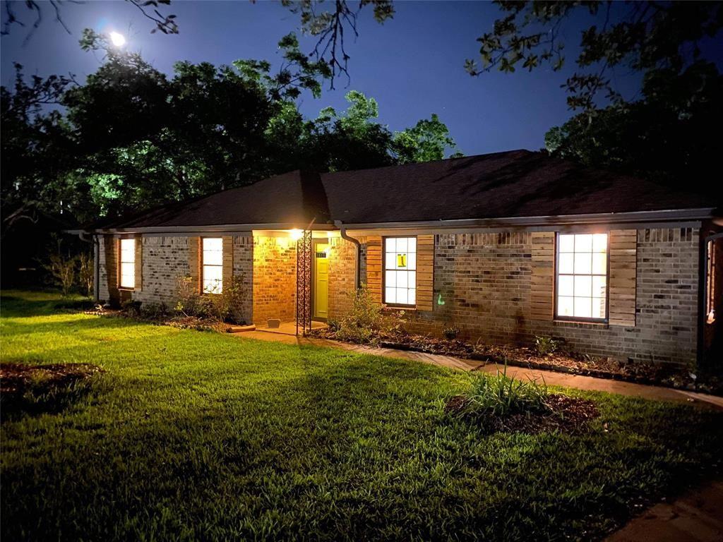 1611 W Sealy Street, Alvin, TX 77511 - #: 62397286