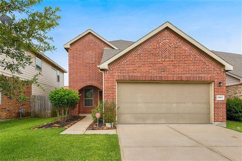 Photo of 6864 Dogwood Cliff Lane, Dickinson, TX 77539 (MLS # 68587290)