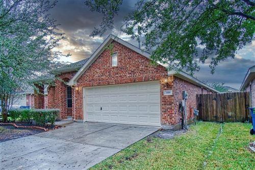 Photo of 1806 Hidden Terrace Drive, Houston, TX 77049 (MLS # 70397291)