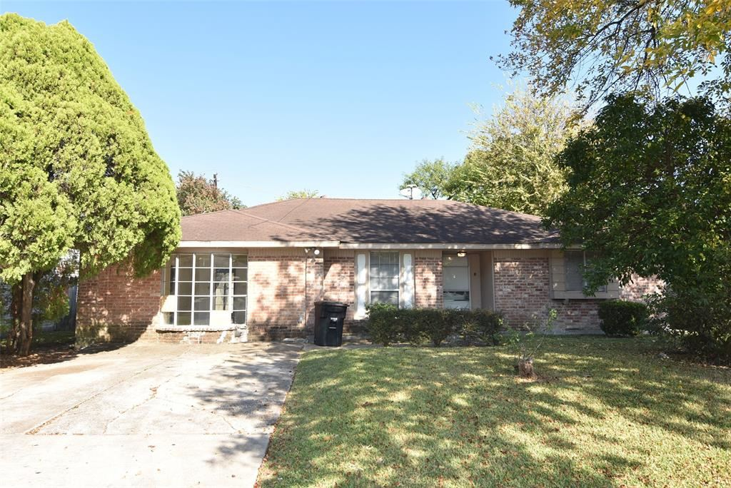 Photo for 10618 Sharpview Drive, Houston, TX 77072 (MLS # 871295)
