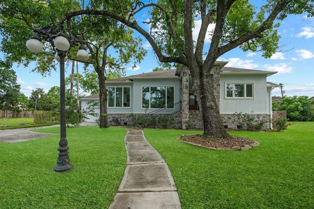 Photo for 3726 N Braeswood Boulevard, Houston, TX 77025 (MLS # 92938297)