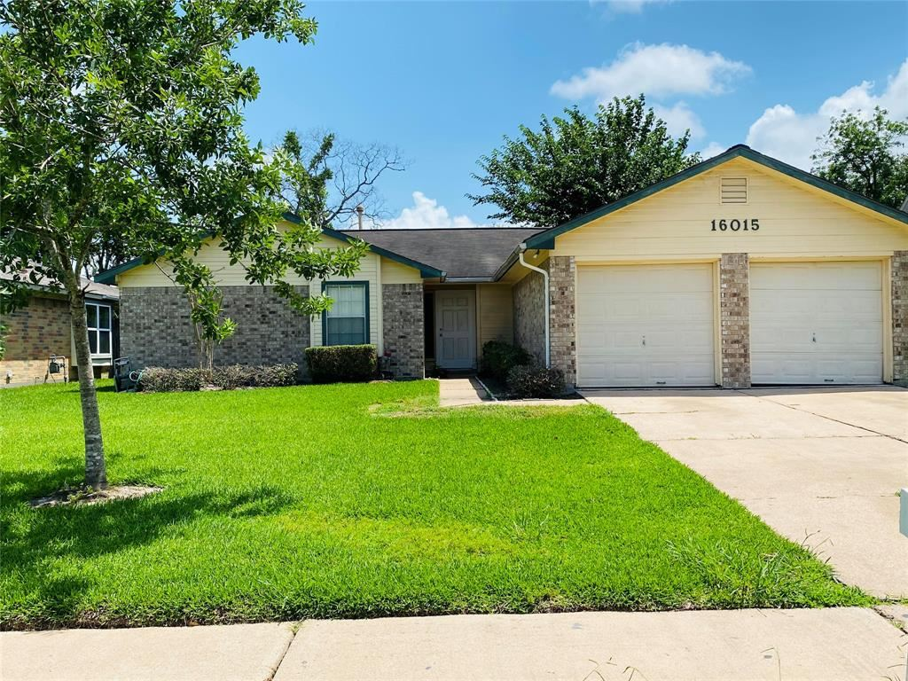 Photo for 16015 Pipers View Drive, Houston, TX 77598 (MLS # 44872298)