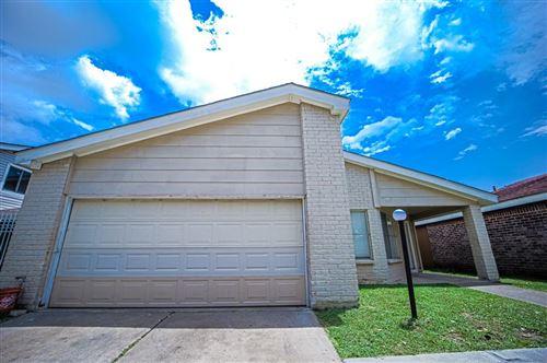 Photo of 6411 Briar Glade Drive, Houston, TX 77072 (MLS # 32982302)
