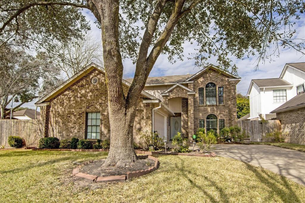 Photo for 3511 Woodmere Lane, Sugar Land, TX 77478 (MLS # 93608304)