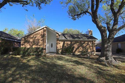 Photo of 10826 Lynbrook Drive, Houston, TX 77042 (MLS # 903311)