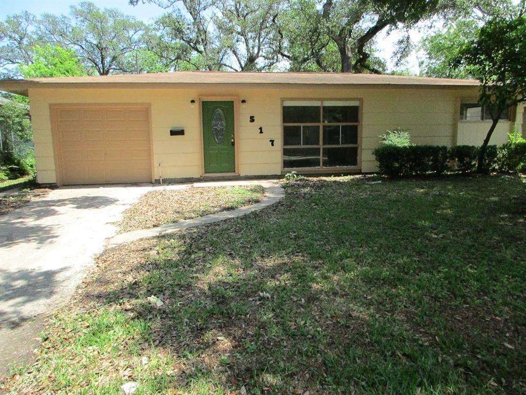 517 Gardenia Street, Lake Jackson, TX 77566 - #: 79228324
