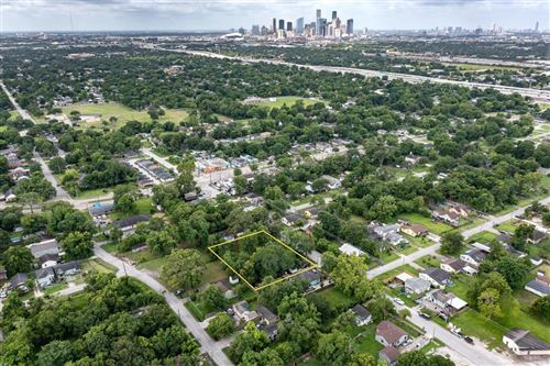 Photo of 3814, 3812 and 3810 Russell Street, Houston, TX 77026 (MLS # 34467325)