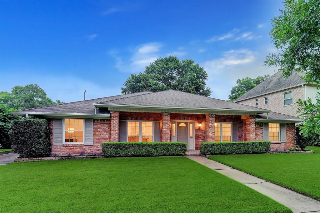 Photo for 5742 Ariel Street, Houston, TX 77096 (MLS # 80667331)