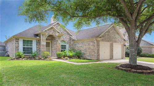 Photo of 3015 Russett Place, Pearland, TX 77584 (MLS # 37504341)