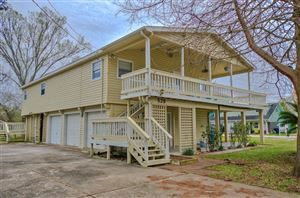 Photo of 529 Pine Road, Clear Lake Shores, TX 77565 (MLS # 72238344)