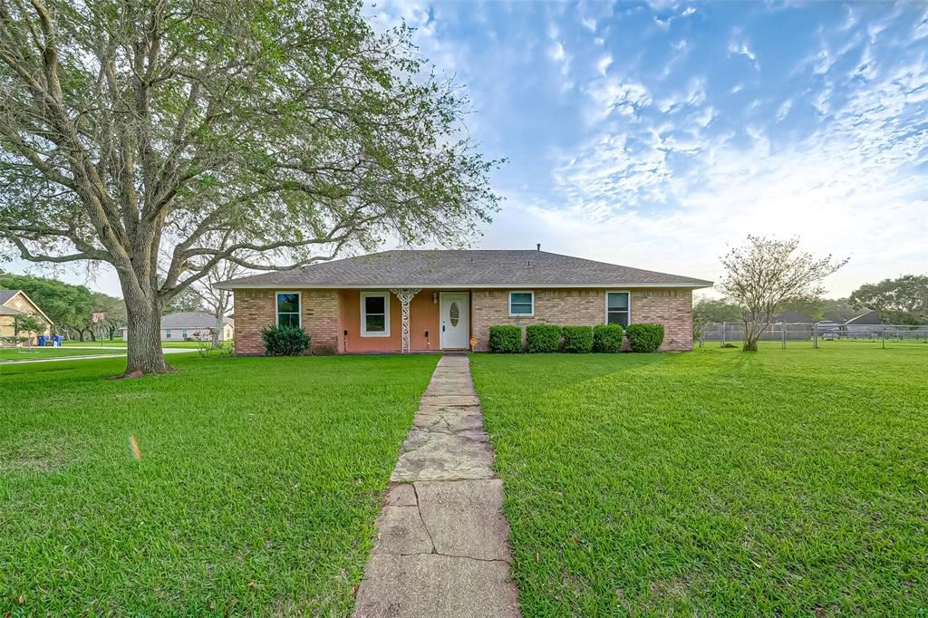 2 Olympia Court, West Columbia, TX 77486 - MLS#: 47582359