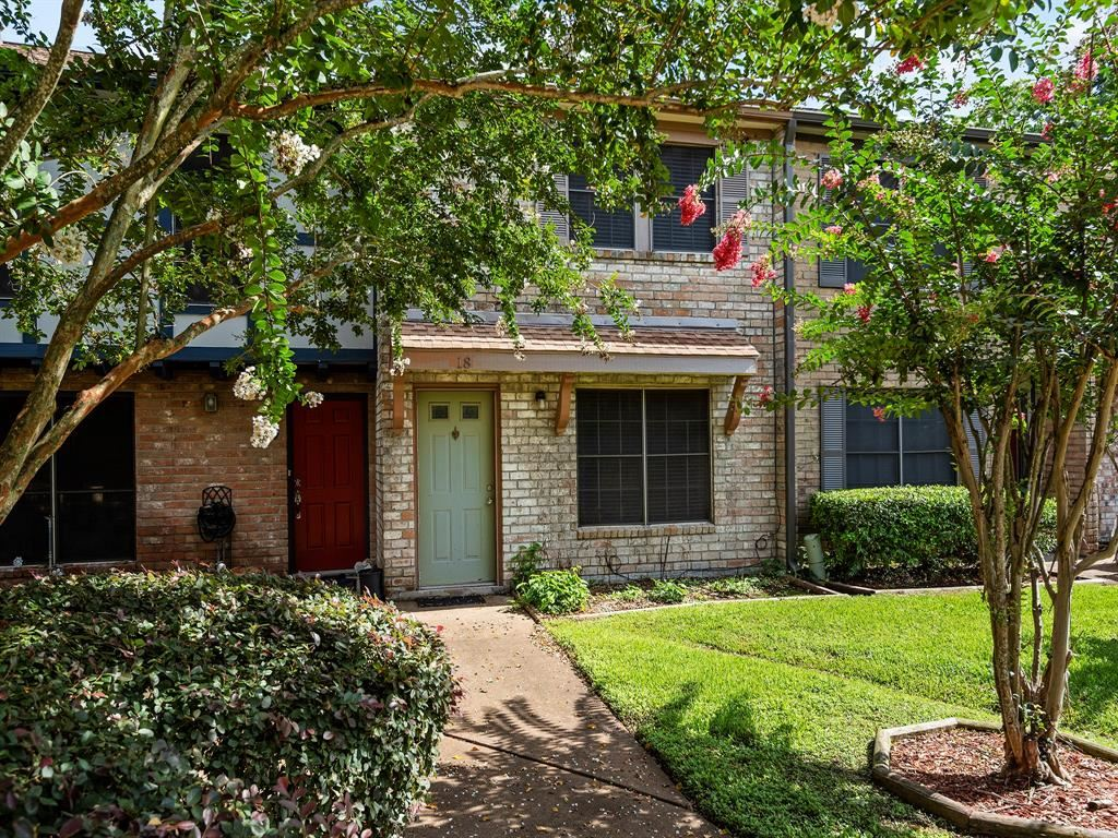 Photo for 5218 Milwee Street #18, Houston, TX 77092 (MLS # 17493360)