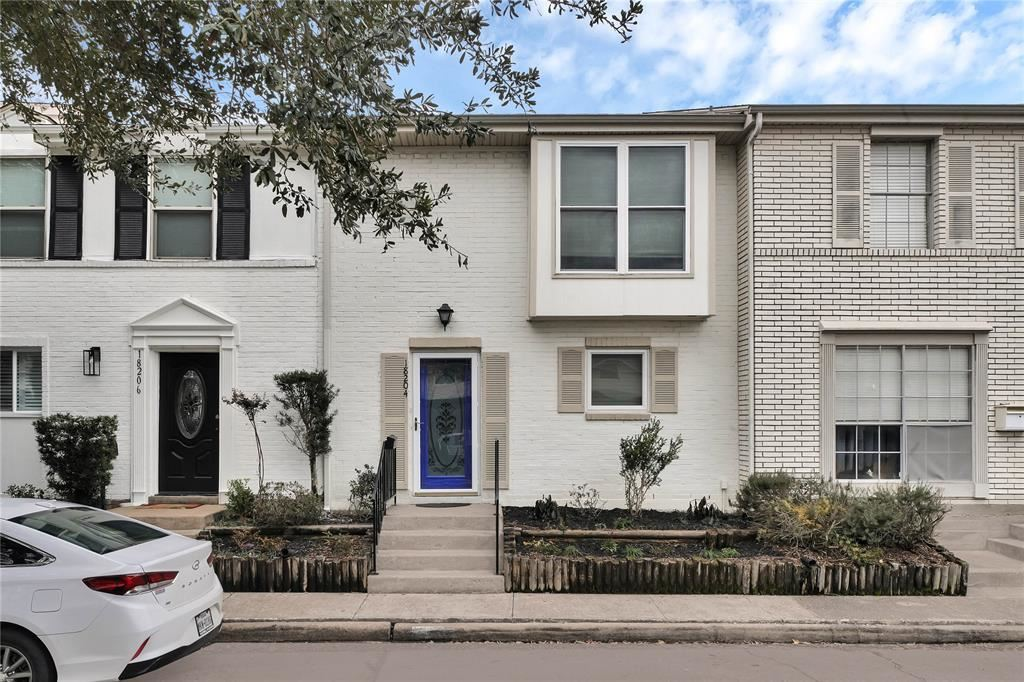 Photo for 18204 Heritage Lane #8204, Houston, TX 77058 (MLS # 62752363)