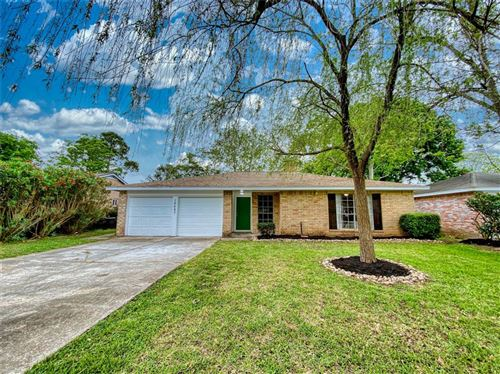 Photo of 16643 Forest Bend Avenue, Friendswood, TX 77546 (MLS # 80959375)