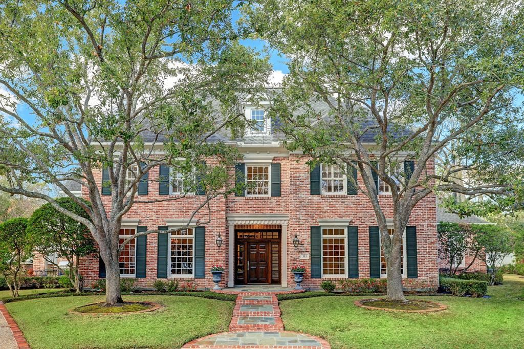 Photo for 311 Lodge Hollow Court, Houston, TX 77024 (MLS # 85468382)
