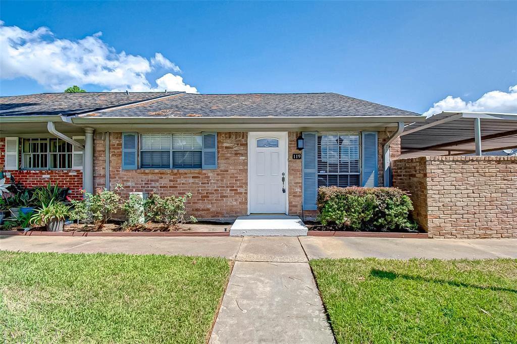 Photo for 1104 W Tri Oaks Lane #119, Houston, TX 77043 (MLS # 59941388)