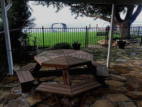 Photo of 73 Lakeview Vlg Village, Conroe, TX 77356 (MLS # 54738395)