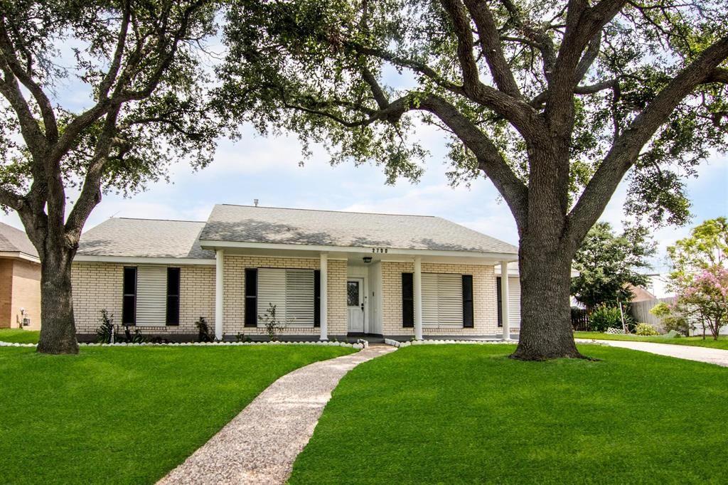 2700 E Palm Circle, Galveston, TX 77551 - #: 86519397