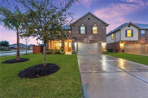 Photo of 3222 Laurel Bend Lane, Pearland, TX 77584 (MLS # 74282401)