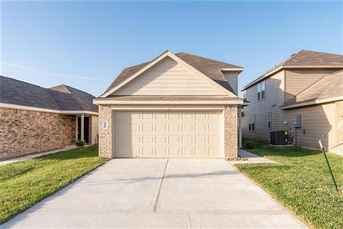 Photo of 433 Upper Creek Drive, Willis, TX 77378 (MLS # 30346405)