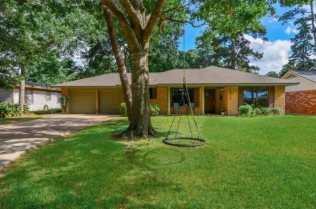 Photo for 10218 Londonderry Drive, Houston, TX 77043 (MLS # 5358414)