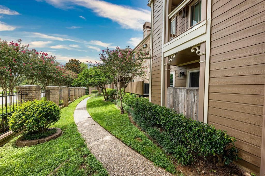 Photo for 1860 White Oak Drive #243, Houston, TX 77009 (MLS # 31221420)