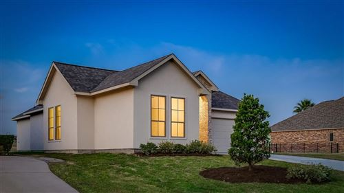 Tiny photo for 199 Waterford, Montgomery, TX 77356 (MLS # 12425437)