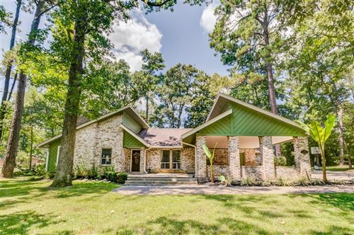 Photo of 372 Carriage Trail, Conroe, TX 77316 (MLS # 62067438)