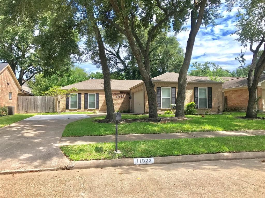 Photo for 11922 Rocky Knoll Drive, Houston, TX 77077 (MLS # 59178439)