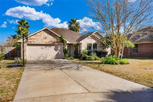 Photo of 319 Green Isle Avenue, Dickinson, TX 77539 (MLS # 85768463)