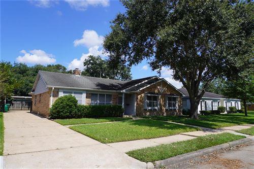 Photo of 5930 Wigton Drive, Houston, TX 77096 (MLS # 38704473)