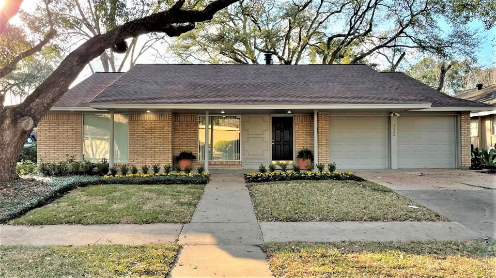 8826 Robindell Drive, Houston, TX 77074 - #: 52716483