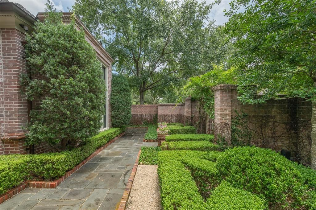 Photo for 6003 Crab Orchard Road, Houston, TX 77057 (MLS # 61777484)
