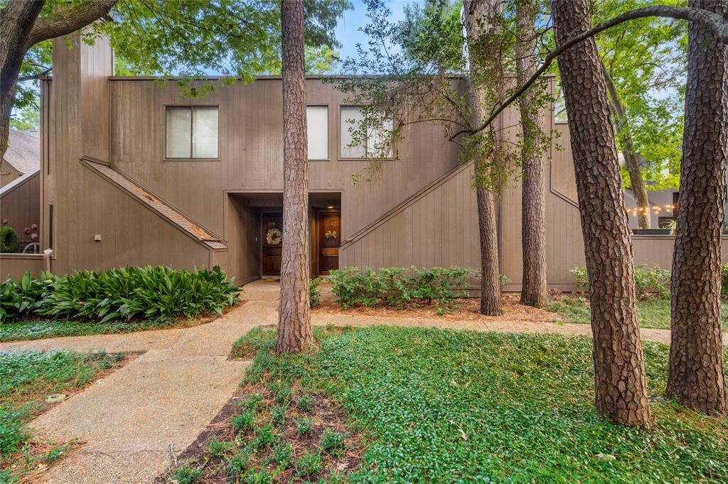 Photo for 131 Litchfield Lane, Houston, TX 77024 (MLS # 27410499)