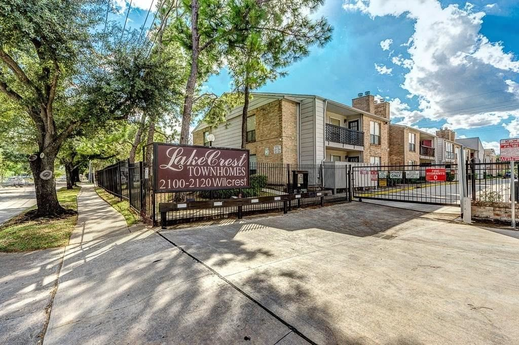 Photo for 2110 Wilcrest Drive #115, Houston, TX 77042 (MLS # 83865552)