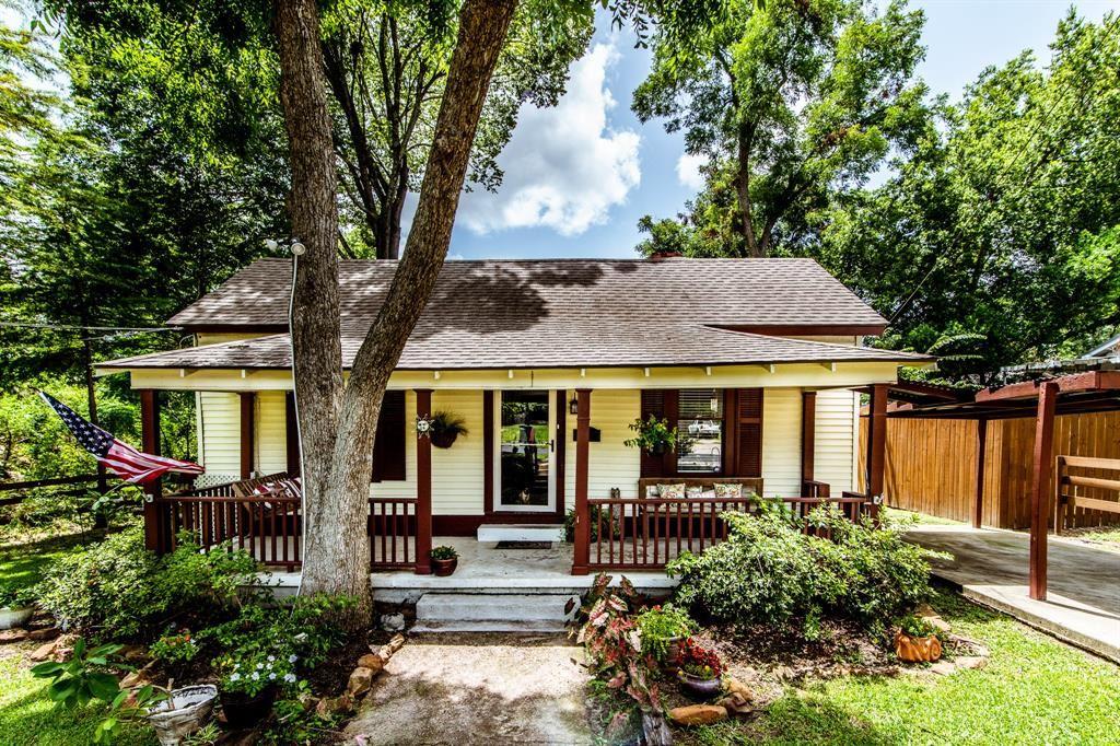 Photo for 908 Sam Houston Avenue, Huntsville, TX 77320 (MLS # 86994552)