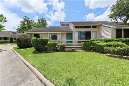 Photo of 49 April Point Drive, Conroe, TX 77356 (MLS # 92386553)