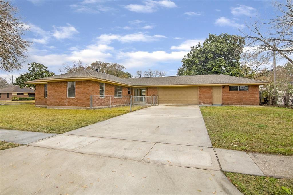 333 Robin Street, Deer Park, TX 77536 - #: 66093553