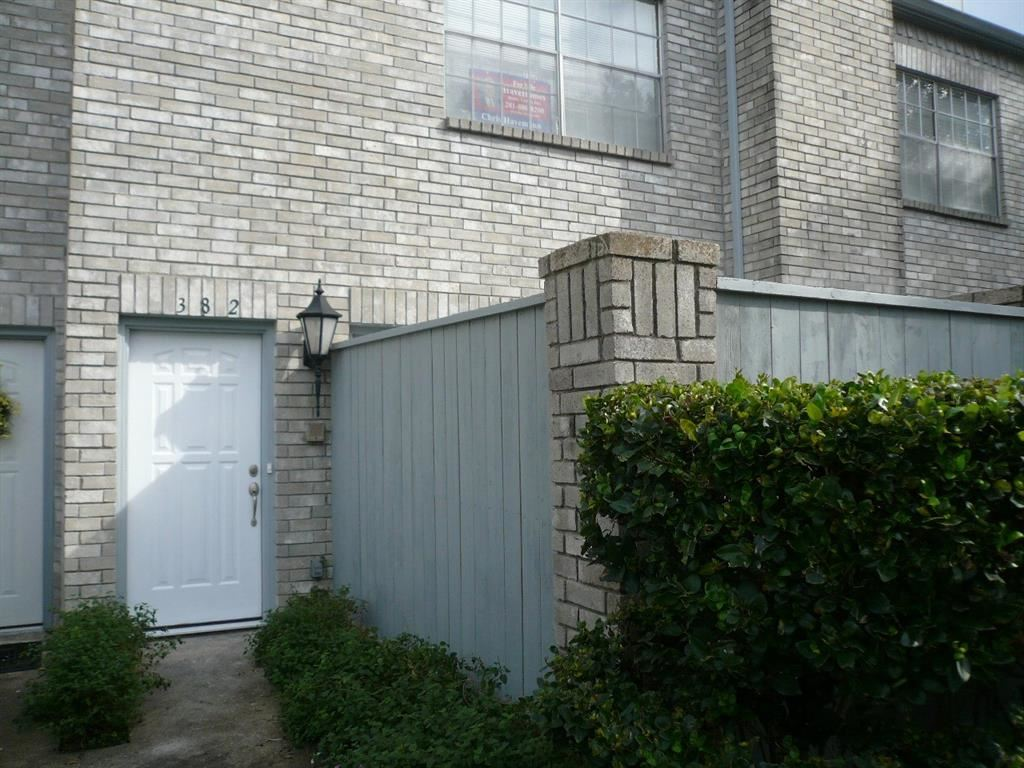 Photo for 382 Wilcrest Drive #382, Houston, TX 77042 (MLS # 17804558)