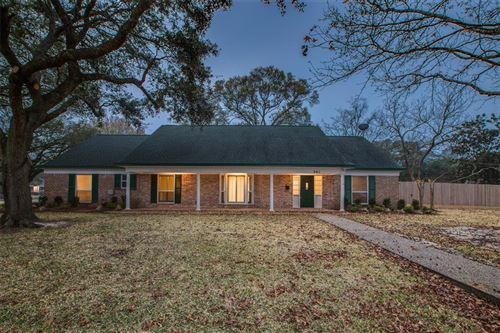 Photo of 301 Hillje Street, Alvin, TX 77511 (MLS # 16981563)