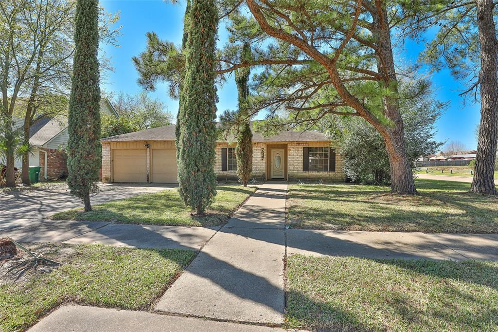 7627 Green Lawn Drive, Houston, TX 77088 - MLS#: 33547569