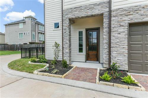 Photo of 10930 Brookeshire Chase Lane, Houston, TX 77043 (MLS # 35831578)