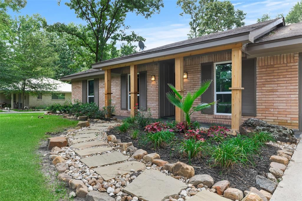 Photo for 215 Hillcrest Drive, Conroe, TX 77303 (MLS # 44543581)