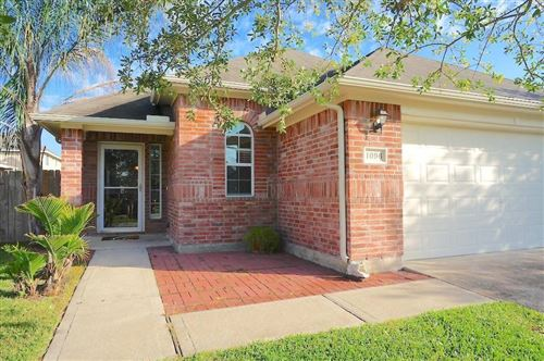 Photo of 1096 Lasso Court, Alvin, TX 77511 (MLS # 94367589)