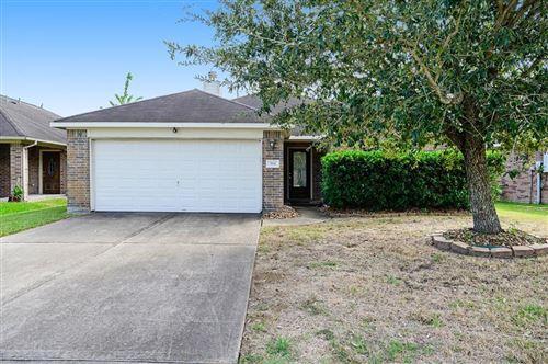 Photo of 394 Henry St, Alvin, TX 77511 (MLS # 38995608)