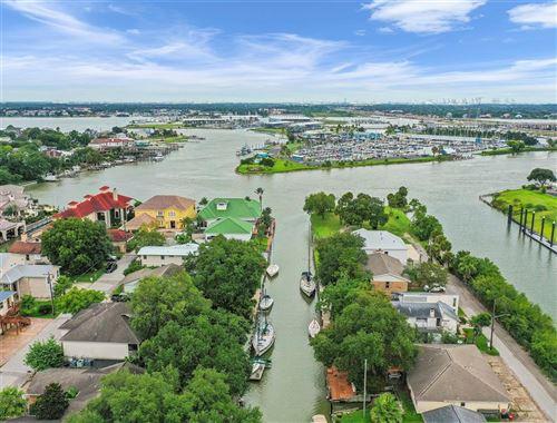 Photo of 10 Harbor Lane, Kemah, TX 77565 (MLS # 87501611)